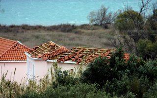Καταστροφές σε σπίτια στην Κεφαλονιά.