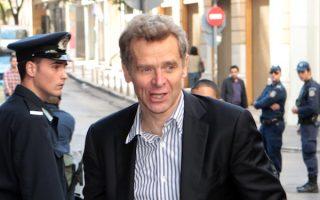 Ο Πουλ Τόμσεν  φθάνει στο υπουργείο οικονομικών όπου συνεχίστηκαν οι συνομιλίες της τρόικας ΕΕ ΔΝΤ ΕΚΤ με την ηγεσία του υπουργείου, Κυριακή 10 Νοεμβρίου 2013. ΑΠΕ-ΜΠΕ/ΑΠΕ-ΜΠΕ/ΠΑΝΤΕΛΗΣ ΣΑΙΤΑΣ
