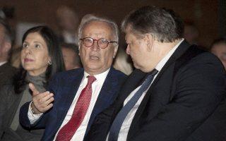 Ο πρόεδρος της Ομάδας των Σοσιαλιστών και Δημοκρατών στο Ευρωπαϊκό Κοινοβούλιο Χάνες Σβόμποντα και ο Αντιπρόεδρος της Κυβέρνησης, Υπουργός Εξωτερικών και πρόεδρος του ΠΑΣΟΚ Ευάγγελος Βενιζέλος.