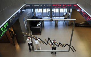 Χρηματιστές παρακολουθούν πίνακες τιμών μετοχών στο χρηματιστήριο Αθηνών, Αθήνα.Τετάρτη 10 Ιουλίου 2013.Σε πτωτική τροχιά κινείται η χρηματιστηριακή αγορά με τις τραπεζικές μετοχές να βρίσκονται στο επίκεντρο των ρευστοποιήσεων, ανοδικά κινούνται 22 μετοχές, 63 πτωτικά και 14 παραμένουν σταθερές. ΑΠΕ-ΜΠΕ/ΑΠΕ-ΜΠΕ/Φώτης Πλέγας Γ.