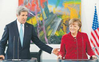 Κέρι με Μέρκελ, χθες στο Βερολίνο. Ο Αμερικανός υπουργός Εξωτερικών Τζον Κέρι με την καγκελάριο Αγκελα Μέρκελ χθες στο Βερολίνο. «Περάσαμε μια δύσκολη περίοδο τους τελευταίους μήνες», είπε ο Κέρι, αναφερόμενος στη θύελλα που ξέσπασε με την παρακολούθηση του κινητού τηλεφώνου της Γερμανίδας καγκελαρίου.