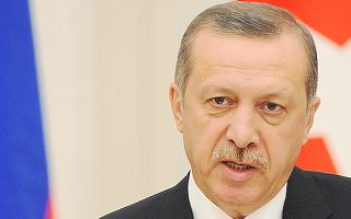 Τα σχέδια του Τούρκου πρωθυπουργού για κολοσσιαία έργα υποδομής, τρίτο αεροδρόμιο στην Κωνσταντινούπολη, διώρυγα στον Βόσπορο, ίδρυση διεθνούς οικονομικού κέντρου, φαίνεται ότι αναβάλλονται.