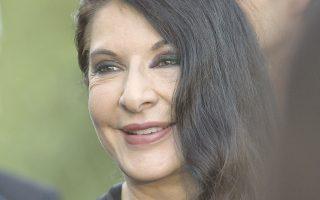 Η Μαρίνα Αμπράμοβιτς είναι μια σταρ. Οχι όμως με τον ίδιο τρόπο που ένας τραγουδιστής ή ένας ηθοποιός έχουν φανατικούς θαυμαστές. Η Αμπράμοβιτς τόσο στη δημόσια εικόνα της όσο και στην κατ' ιδίαν επαφή εκπέμπει πνευματικότητα.