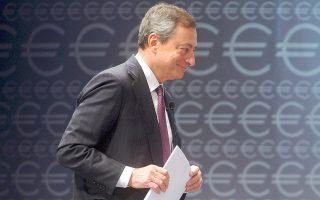 Ο πρόεδρος της ΕΚΤ, Μάριο Ντράγκι, θα προτείνει τη λήψη του μέτρου στους κεντρικούς τραπεζίτες της Ευρωζώνης, αν η γερμανική κεντρική τράπεζα αποδεχθεί να εξηγήσει στη γερμανική κοινή γνώμη ότι η κίνηση θα είναι θετική και ότι δεν υπάρχει κίνδυνος να αυξηθεί υπερβολικά ο πληθωρισμός.