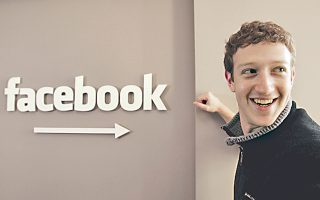 to-facebook-allaxe-ton-tropo-poy-moirazomaste-ti-zoi-mas0