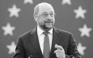 Ο πρόεδρος του ευρωκοινοβουλίου Μάρτιν Σουλτς δήλωσε χθες ότι θα στείλει επιστολή στους υπουργούς Οικονομικών για να συναντηθούν νωρίτερα από το προγραμματισμένο Εκοφίν στις 18 Φεβρουαρίου, δείχνοντας την πρόθεσή του να βρεθεί συμβιβασμός άμεσα.