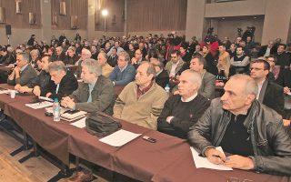 Οι καθυστερήσεις στα ονόματα των υποψηφιοτήτων δείχνουν πως η εσωκομματική σύγκρουση στον ΣΥΡΙΖΑ πηγαίνοντας προς τις κάλπες θα συνεχισθεί.