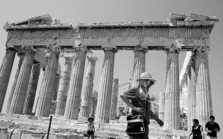 Στόχος για το 2014 παραμένει οι αφίξεις ξένων τουριστών να υπερβούν τον αριθμό-ρεκόρ των 18 εκατ., ενώ τα έσοδα από τον τουρισμό που είναι τα μοναδικά που δίνουν ώθηση στην ελληνική οικονομία εκτιμάται ότι φέτος θα εμφανίσουν περαιτέρω άνοδο.