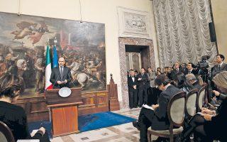 Ο πρωθυπουργός της Ιταλίας Ενρίκο Λέτα παρουσιάζει τις προτάσεις της κυβέρνησής του για την υπέρβαση της κρίσης, ενώ βρίσκεται σε εξέλιξη η κίνηση για ανατροπή του από τον επικεφαλής του Δημοκρατικού Κόμματος Ματέο Ρέντσι. Κρίσιμη είναι η σημερινή συνεδρίαση του κόμματος.