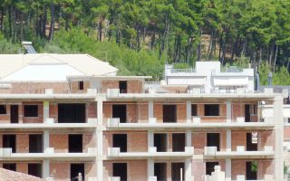 Το μεγάλο απόθεμα απούλητων κατοικιών, που εκτιμάται στις 250.000, αποτελεί έναν από τους σημαντικότερους ανασταλτικούς παράγοντες για την ανάκαμψη της οικοδομής.