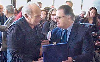 «Στον Nίκο Kούνδουρο, τον ξεχωριστό Eλληνα, τον ξεχωριστό δημιουργό ταινιών που είναι σταθμός για τον ελληνικό κινηματογράφο» επέδωσε, χθες, στο Mουσείο της Aκρόπολης, ο υπουργός Πολιτισμού κ. Πάνος Παναγιωτόπουλος τιμητική πλακέτα στην εκδήλωση για τα 40 χρόνια της Eταιρείας Eλλήνων Σκηνοθετών.