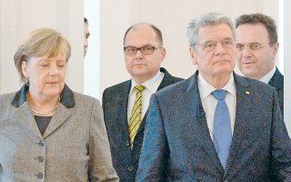 Η Γερμανίδα καγκελάριος Αγκελα Μέρκελ, ο νεοδιορισθείς υπουργός Γεωργίας Κρίστιαν Σμιτ, ο πρόεδρος Γιόαχιμ Γκάουκ και ο απερχόμενος υπουργός Χανς-Πέτερ Φρίντριχ.