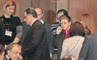 Ο Πάνος του Πολιτισμού αποχωρεί από το συνέδριο στο Μέγαρο. Εμφανώς αμήχανη, διακρίνεται στο κέντρο της φωτογραφία η γενική γραμματέας του υπουργείου, Λίνα Μενδώνη.