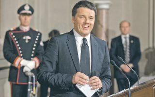 Τη σύνθεση της κυβέρνησής του, που θα ορκιστεί σήμερα, παρουσίασε χθες στον πρόεδρο της Ιταλίας Τζιόρτζιο Ναπολιτάνο, ο εντολοδόχος πρωθυπουργός Ματέο Ρέντσι. Το κρίσιμο υπουργείο Οικονομικών αναλαμβάνει εκ νέου ένας τεχνοκράτης, ο Πιερ Κάρλο Παντοάν, ο οποίος ως επικεφαλής του οικονομικού επιτελείου του ΟΟΣΑ έχει επικρίνει έντονα τα προγράμματα λιτότητας και έχει ταχθεί υπέρ της ενεργότερης συμμετοχής της ΕΚΤ στην επίλυση της κρίσης στην Ευρωζώνη.