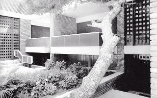Κατοικίες στην οδό Κάλβου, Π. Ψυχικό (1973). Αρχ. Ανδρέας Συμεών.