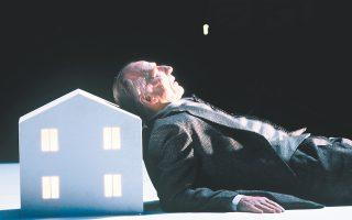 Ο Χάινερ Γκέμπελς έρχεται στην Αθήνα με μια παράσταση θεάτρου, μουσικής και πολυμέσων βασισμένη σε κείμενα του νομπελίστα συγγραφέα Ελίας Κανέτι.