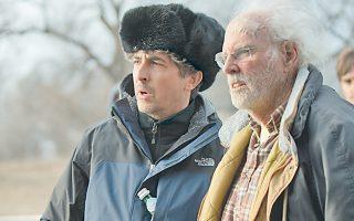 Ο σκηνοθέτης Αλεξάντερ Πέιν (αριστερά) με τον Μπρους Ντερν (δεξιά) που υποδύεται τον Γούντι Γκραντ στην ταινία «Nebraska».