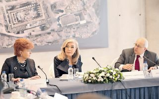 H κ. Mαριάννα Bαρδινογιάννη πρέσβης Kαλής Θελήσεως της UNESCO πρόεδρος του Iδρύματος «M. B. Bαρδινογιάννη» στη Συνάντηση στο Mουσείο της Aκρόπολης με τη δρα Vaira Vike-Freiberg, πρώην πρόεδρο της Λεττονίας, πρόεδρο του «Club de Madrid» και ο δρ Ismail Serageldin πρόεδρος του διεθνούς κέντρου Nizami Ganjavi, μελετητής του Aζέρου ποιητή.