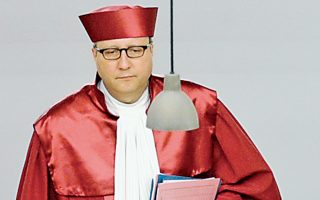 Ο πρόεδρος του δεύτερου τμήματος του γερμανικού συνταγματικού δικαστηρίου, Αντρέας Βόσκιλε.