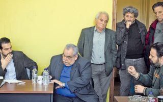 Χαράζει το μέλλον. Ο Γαβριήλ Σακελλαρίδης συσκέπτεται με στέλεχη της Διεύθυνσης Καθαριότητας του Δήμου Αθηναίων. Η συνεννόηση προβλέπεται άψογη.