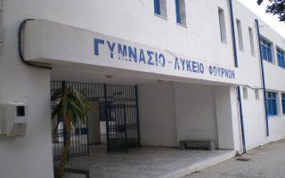 apoysia-kathigiton-kataggelloyn-oi-tesseris-teleiofoites-ton-akritikon-foyrnon-apechontas-apo-tis-panelladikes-2009815