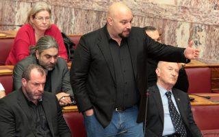 oi-poinikes-dioxeis-apodomoyn-politika-ti-chrysi-aygi0