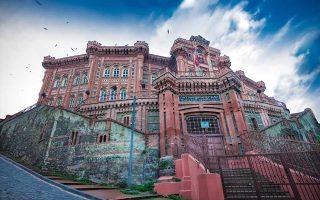 Αποψη της Μεγάλης του Γένους Σχολής στο Φανάρι (σημερινό Φατίχ). Φωτό: Γιώργος Κόγιας