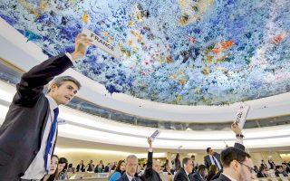 Εκπρόσωποι των κρατών-μελών στο Συμβούλιο του ΟΗΕ για τα Ανθρώπινα Δικαιώματα ψηφίζουν για την κατάσταση που δημιουργήθηκε από τον Εμφύλιο στη Συρία. Η ιδέα της καλής «διακυβέρνησης του κόσμου» επανερχόταν πάντα ύστερα από σαρωτικές καταστροφές.