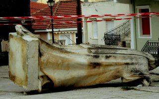 Aγαλμα στο Ληξούρι που δεν άντεξε τα 5,7 Ρίχτερ που ταρακούνησαν, χθες τα ξημερώματα, το νησί.