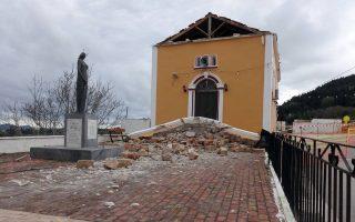 Εκκλησία στο χωριό Αγ. Θέκλη που έχει υποστεί σημαντικές ζημιές από τους σεισμούς.