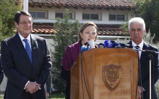 Ο πρόεδρος της Κυπριακής Δημοκρατίας, Ν. Αναστασιάδης, δήλωσε ότι απαιτείται «όραμα και αποφασιστικότητα» για να επιτευχθεί λύση, ενώ ο ηγέτης των Τουρκοκυπρίων, Ντ. Ερογλου, εξέφρασε ικανοποίηση για την επανέναρξη των διαπραγματεύσεων