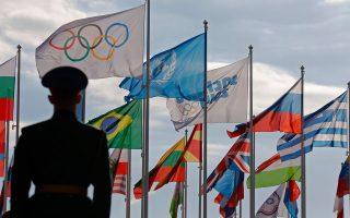 Οι σημαίες των 88 κρατών που συμμετέχουν στους 22ους Χειμερινούς Ολυμπιακούς Αγώνες, του Ολυμπιακού Κινήματος και του ΟΗΕ βρίσκονται από χθες στους ιστούς τους.