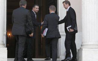 Ο εκπρόσωπος του Διεθνούς Νομισματικού Ταμείου Πολ Τόμσεν (Δ), ο εκπρόσωπος της Ευρωπαικής Ενωσης Ματίας Μορς (Κ) και ο εκπρόσωπος της Ευρωπαικής Κεντρικής Τράπεζας Κλάους Μαζούχ (Α) κατά την άφιξή τους στο Μέγαρο Μαξίμου για την συνάντηση που έχουν με τον πρωθυπουργό Αντώνη Σαμαρά, Σάββατο 28 Σεπτεμβρίου 2013. ΑΠΕ-ΜΠΕ/ΑΠΕ-ΜΠΕ/ΑΛΚΗΣ ΚΩΝΣΤΑΝΤΙΝΙΔΗΣ
