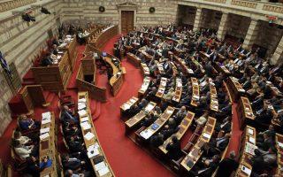 Γενική άποψη κατά την ψήφιση του πολυνομοσχεδίου του Υπουργείου Οικονομικών στην ολομέλεια της Βουλής, Αθήνα Κυριακή 28 Απριλίου 2013. Διεξάγεται στη Βουλή η συζήτηση , με τη διαδικασία του κατεπείγοντος, του πολυνομοσχεδίου, το οποίο τίθεται προς ψήφιση το βράδυ της Κυριακής. ΑΠΕ-ΜΠΕ/ΑΠΕ-ΜΠΕ/ΣΥΜΕΛΑ ΠΑΝΤΖΑΡΤΖΗ