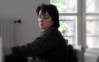 Η Hélène Cinque, συνεργάτις της Αριάν Μνουσκίν, μίλησε στο «Κέντρο Ελέγχου Τηλεοράσεων» στην Κυψέλη.