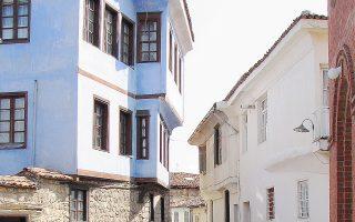 Τα σπίτια στην παραδοσιακή συνοικία κρατούν αναλλοίωτο τον χαρακτήρα τους.