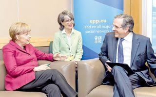 Ο πρωθυπουργός Αντ. Σαμαράς συνομιλεί με την καγκελάριο Αγκελα Μέρκελ, στο περιθώριο του Συνεδρίου του Ευρωπαϊκού Λαϊκού Κόμματος στο Δουβλίνο.