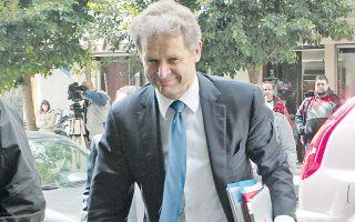 Ο κ. Πόουλ Τόμσεν εισερχόμενος στο υπουργείο Οικονομικών για την προγραμματισμένη συνάντηση της τρόικας με τον υπουργό Εργασίας κ. Γ. Βρούτση.