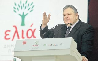 Το επιχείρημα ότι η κυβερνητική επιτυχία θα οδηγήσει το ΠΑΣΟΚ στην ανάκαμψη χρησιμοποιεί ο κ. Ευ. Βενιζέλος, απευθυνόμενος στον κ. Γ. Παπανδρέου, ο οποίος απουσίαζε από τη συνδιάσκεψη της «Ελιάς».