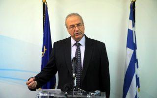 «Στόχος ήταν οι 3.500 θέσεις εργασίας. Ολα δείχνουν ότι φθάνουμε τις 5.000», δήλωσε ο αν. υπουργός Εσωτερικών κ. Γρηγοράκος.