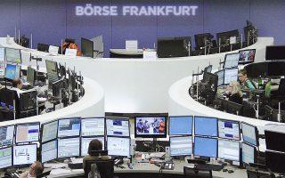 Εντεκα από τα 18 χρηματιστήρια της Ευρώπης έκλεισαν χθες με κέρδη. Στη Φρανκφούρτη, ο DAX ενισχύθηκε κατά 0,5%, το Λονδίνο είχε απώλειες 0,1% όπως και το Παρίσι κατά 0,5%.