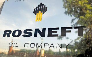 Απειλή για τη ρευστότητα του κρατικού πετρελαϊκού κολοσσού Rosneft αποτελούν οι ενδεχόμενες δυτικές κυρώσεις κατά της Μόσχας.
