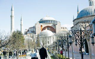 Το σημαντικότερο ίσως εσωτερικό εμπόδιο στα σχέδια του Ταγίπ Ερντογάν να είναι το γεγονός ότι η Αγία Σοφία μετατράπηκε σε μουσείο από τον ίδιο τον Κεμάλ το 1935.