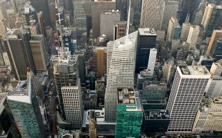 Κατά μέσο όρο τα μπόνους κυμάνθηκαν στα 164.530 δολ. Η οικονομική δραστηριότητα στη Wall Street αναλογεί στο 16% όλων των φορολογικών εσόδων της πολιτείας της Νέας Υόρκης.