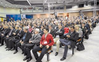 Στη συνδιάσκεψη στο ΣΕΦ πολλές καρέκλες ήταν γεμάτες με αναγνωρίσιμες πασοκικές φυσιογνωμίες. Ισως να έφταιγε και αυτό που η «Ελιά» έχασε από νωρίς τη γεύση της για τους ψηφοφόρους...
