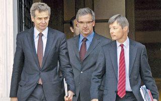 Οι επικεφαλής της τρόικας κ. Πόουλ Τόμσεν, Κλάους Μαζούχ και Ματίας Μορς εμμένουν στη θέση για απολύσεις στον δημόσιο τομέα και το 2015.