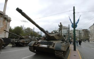 parelasi-me-tanks-kai-aeroplana0