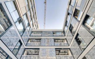 O χαρακτηριστικός δομικός κάναβος του κτιρίου Δοξιάδη παρέμεινε ως βασικό στοιχείο οργάνωσης των όψεων και στη νέα εποχή του συγκροτήματος που από τον ερχόμενο Σεπτέμβριο θα τεθεί σε πλήρη λειτουργία.