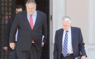 Ευάγγελος Βενιζέλος και Φώτης Κουβέλης παρακολουθούν –στις δημοσκοπήσεις– τα κόμματα των οποίων ηγούνται να έχουν καθοδική πορεία προς τις ευρωεκλογές.