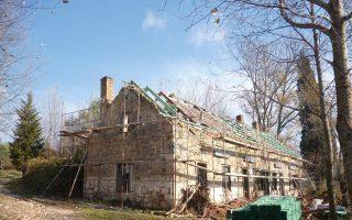 Η εικόνα στις εργατοκατοικίες σήμερα ευτυχώς δεν είναι αυτή, αφού τα έργα αποκατάστασης έχουν ολοκληρωθεί.